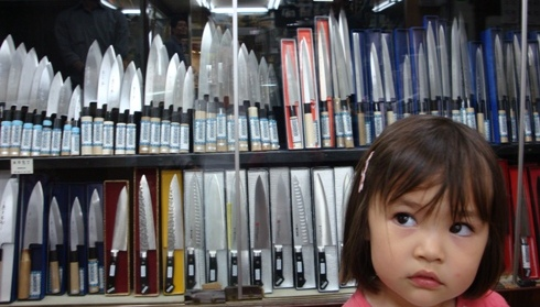 Lana looking at the knives in the Kyoto knifeshop